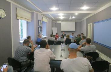 Панельная дискуссия «Персонал: развивать или нанимать профессионалов с рынка?»